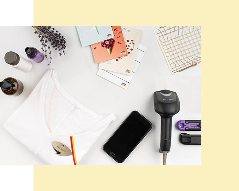 Fotografija uniforme, poklon- kartice, čitača, telefona